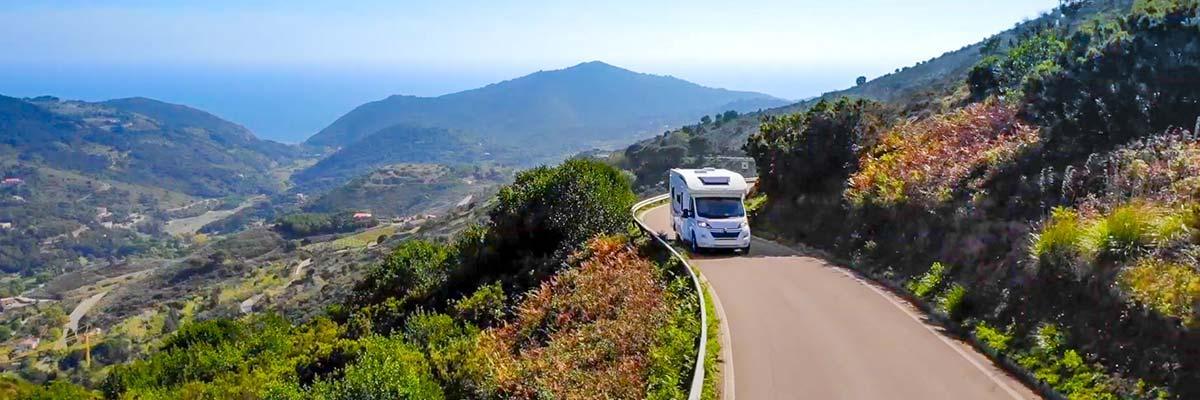 Vacaciones seguras en autocaravana paisaje
